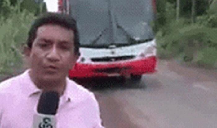 Tip je snimao prilog potpuno nesvjestan da prema njemu juri autobus... Ovo ledi krv u žilama