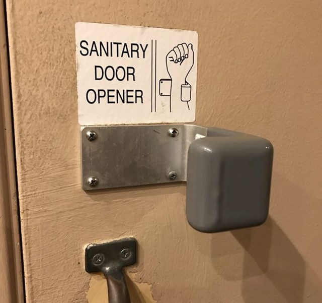 Vrata koja se otvaraju zglobom šake