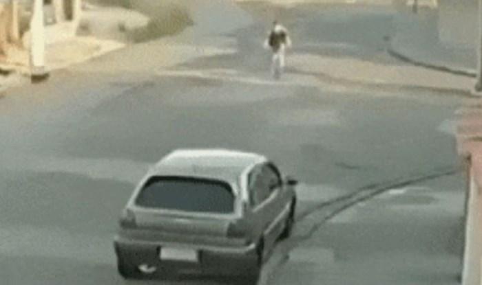 Lik je vozio bicikl, odjednom su mu se dogodile prilično čudne stvari