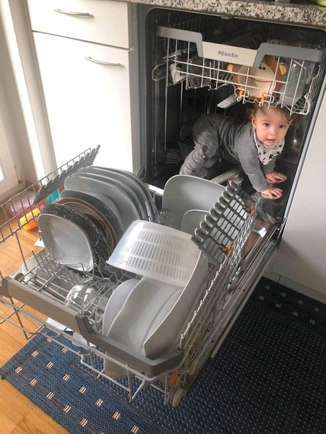 Pomažem starcima u kućanskim poslovima!