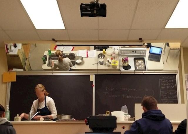 """""""Pohađam satove kuhanja. U učionici imamo ogledalo na stropu, kako bi vidjeli što radi profesor"""""""