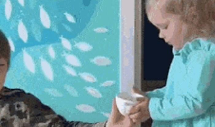 Na prvi pogled ova draga djevojčica donosi djeci vodu, ali ono što se krije iza toga je grozno