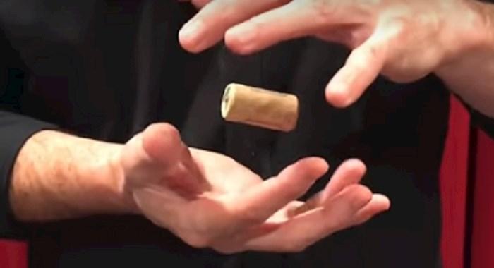 Mađioničar je u ovom videu odao trik kako postići da predmeti lebde i jako je jednostavan