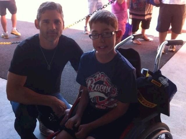"""""""Moj sin je osoba s poteškoćama u razvoju i obožava motocikle. Glumac Eric Bana pokazao mu je svoj motocikl i poklonio mu potpisanu šiltericu"""""""
