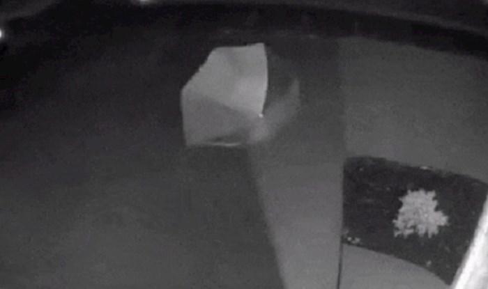 Nadzorna kamera snimila je jako čudnu scenu, kako je ovo moguće?
