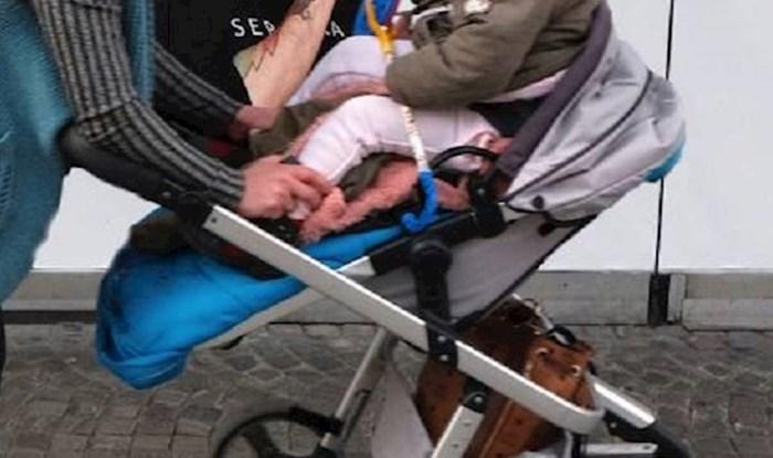 Mama je vozila bebu u kolicima, zbog jednog detalja ova fotka je postala hit