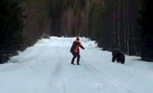 VIDEO Ovaj čovjek se na nevjerojatan način uspio obraniti od medvjeda