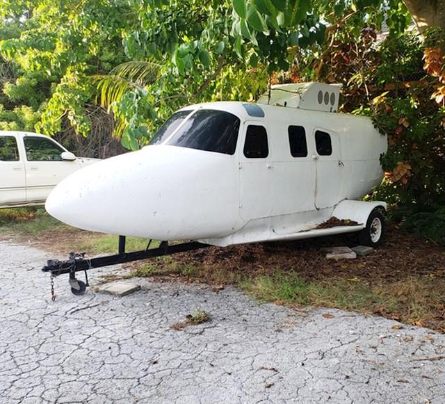 Prikolica načinjena od starog zrakoplova