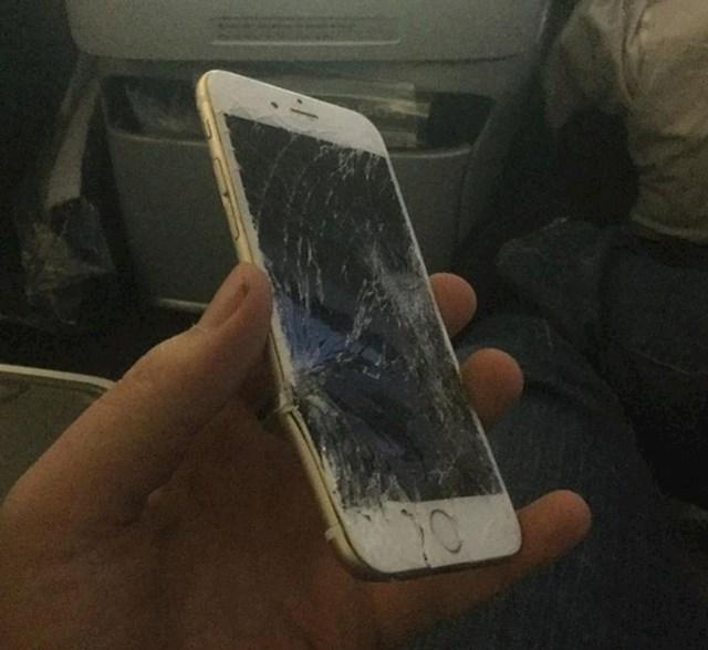 """""""Mobitel mi je ispao iza sjedala u avionu na putu za Tokyo"""""""
