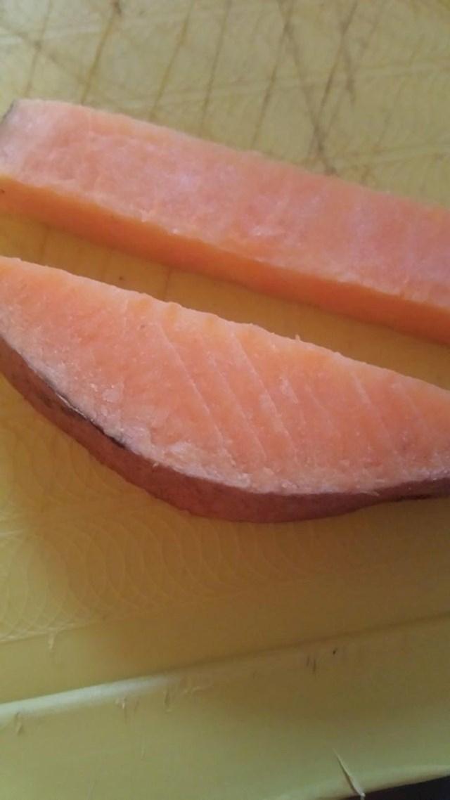 Batat koji izgleda kao filet lososa