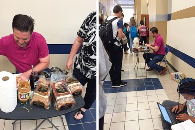 Profesor Johnson priprema sendviče za svoje učenike prije važnog ispita