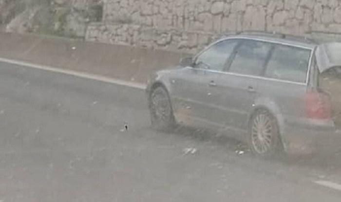 Netko je na cesti kod Splita snimio opasan prizor, pogledajte što tip vozi u autu
