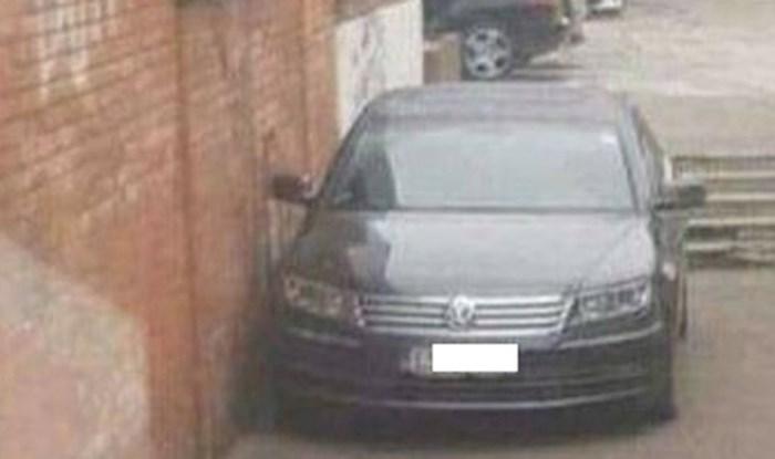 Vinkovčani nisu mogli vjerovati gdje se ovaj genijalac parkirao, ovo morate vidjeti