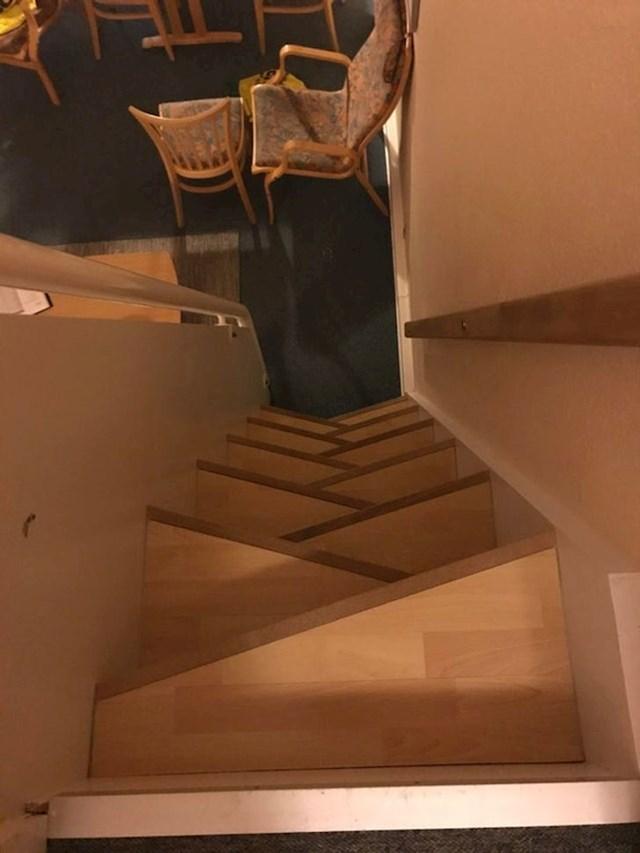 """""""Ovo su stepenice u hotelu u kojem smo odsjeli. Nismo ih koristili noću"""""""