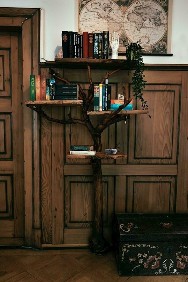 """""""Stablo koje su moji roditelji posadili kada sam rođena je nažalost srušeno, pa sam od njega napravila ovu policu za knjige"""""""