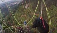 Zapetljao mu se padobran i skoro se dogodilo najgore, snimka je jeziva