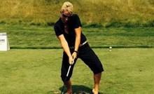 Morate vidjeti kako ovaj lik igra golf
