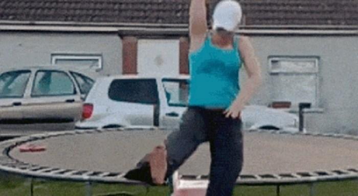 Ne baš najpametnija žena podcijenila je svoju kilažu i skočila s trampolina na tobogan