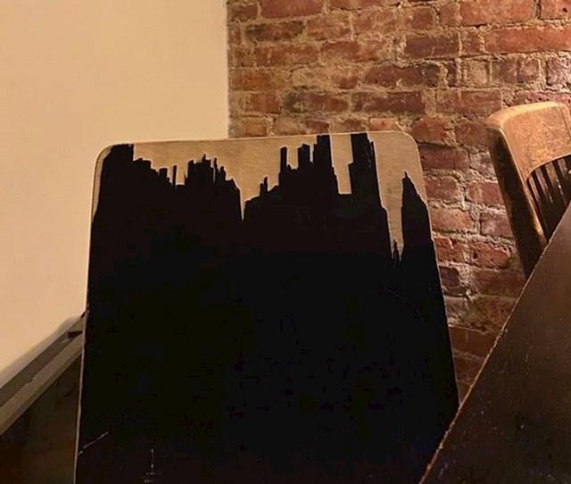 Grad ili samo uništena stolica?