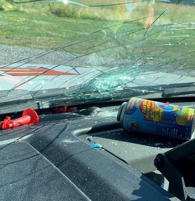 Ne ostavljajte ovakve stvari u autu ako je vani jako vruće...