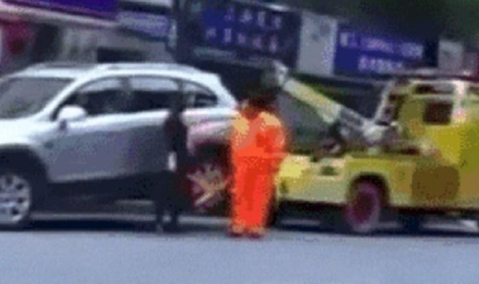 Ženi je skoro pauk odvezao auto, ono što je ona napravila šokiralo je djelatnika