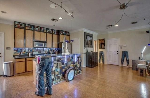 """""""Ova kuća se nalazi u mom susjedstvu. Trenutno se prodaje. Po cijeloj kući su ukrasi i motivi traperica"""""""