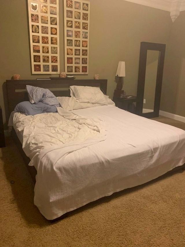 Muž i žena su se gadno posvađali, pa je on napravio krevet samo na svojoj strani
