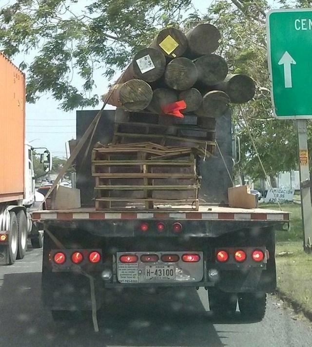Noćna mora svakog vozača, koji se nađe iza kamiona s teretom