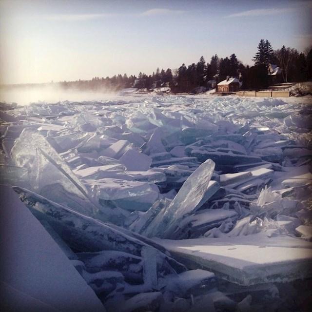 Smrznuta površina jezera Superior u Sjevernoj Americi