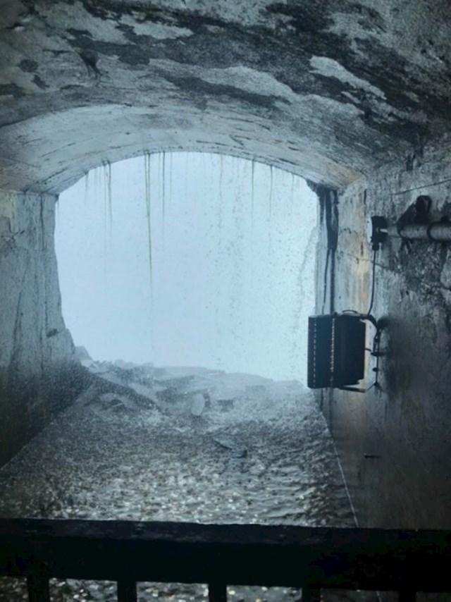 Iza slapova Niagare