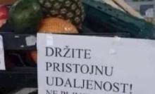 Kupci su na tržnici ugledali urnebesan natpis, prodavač je upozorio ljude o bitnoj stvari