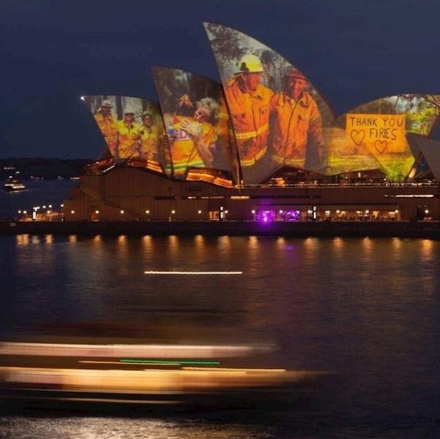 Opera u Sydneyu zahvaljuje se vatrogascima.