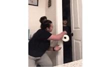 Zvala je sina da joj donese wc papir, zbog pranka koji mu je priredila skoro je povratio