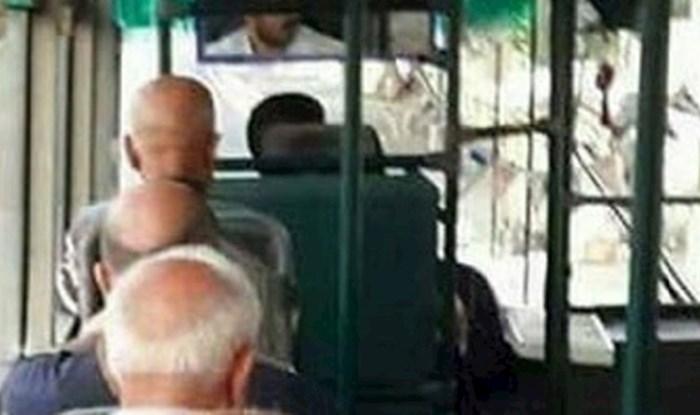 Nevjerojatna slučajnost! Ovaj prizor iz jednog busa nasmijao je sve putnike
