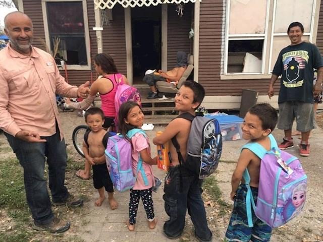 Dobri ljudi su ovoj djeci kupili opremu za školu i igračke