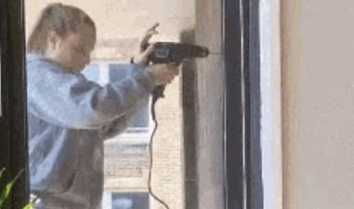 Susjedi nisu mogli vjerovati što ova žena radi kako bi napravila rupu u zidu, morali su ovo snimiti