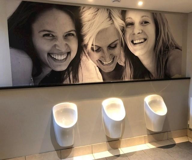 Muški wc u jednom hotelu, jako otmjeno!