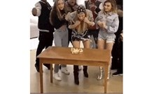 Cura je slavila rođendan, ali zbog onog što su joj priredili frendovi, provela ga je u bolnici