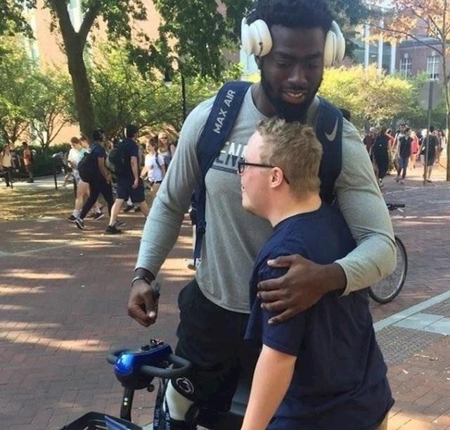 Dječak je čuo da se njegov omiljeni sportaš ozlijedio, pa mu je poklonio kolačić, zagrljaj i čestitku za ozdravljenje
