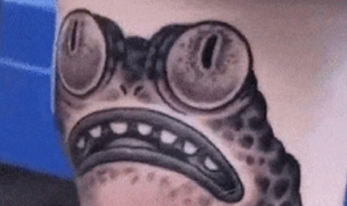 Je li ovo najbizarnija tetovaža ikad? Lik je istetovirao žabe, ali ovo nije obična tetovaža