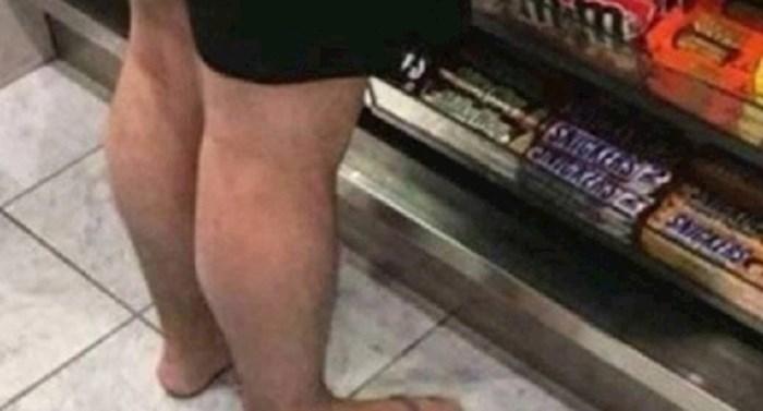 Lik je došao u dućan i svi su gledali u njegova stopala, evo zašto