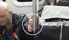 Čovjek je divljao i razbijao po vlaku. Prišla mu je starica i tada se dogodilo nešto nevjerojatno