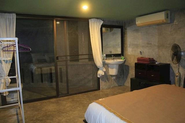 """"""" Otišli smo na Tajland i iznajmili vilu s iznenađenjem: WC i tuš bili su na balkonu"""""""