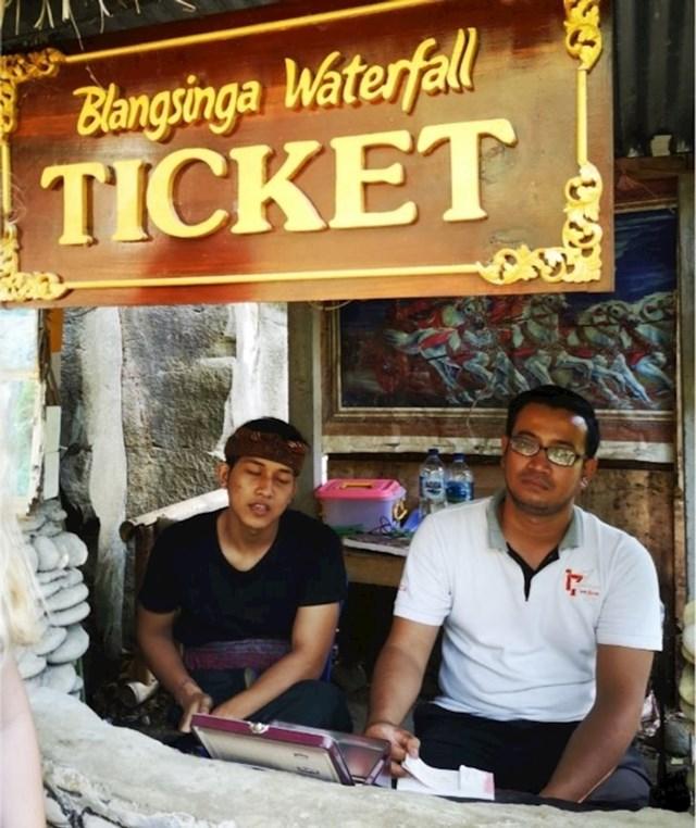 """""""Sve što mislim o Baliju nalazi se na ovom fotografiji. Ulazak na vodopad platit ćete samo do sredine vodopada, da biste stigli do drugog dijela, morate kupiti još jednu kartu"""""""