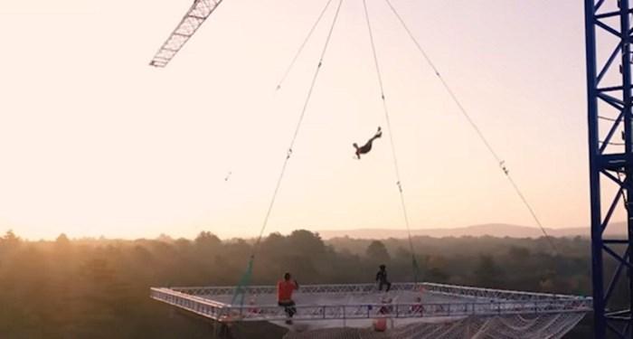 Ovi ljudi postavili su trampolin 30 metara iznad zemlje, video koji su snimili je očaravajuć