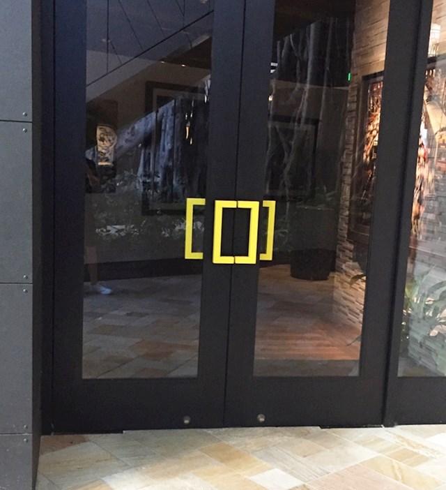 Vrata na zgradi National Geographica imaju kvaku u obliku loga