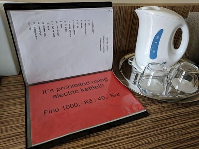 """""""U sobi je bio električni čajnik s uputama. Jedna od njih kaže da se korištenje čajnika naplaćuje..."""""""