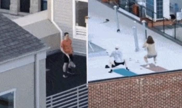Ljudi u New Yorku su se zbog korone preselili na krovove, mogu se vidjeti svakakvi prizori