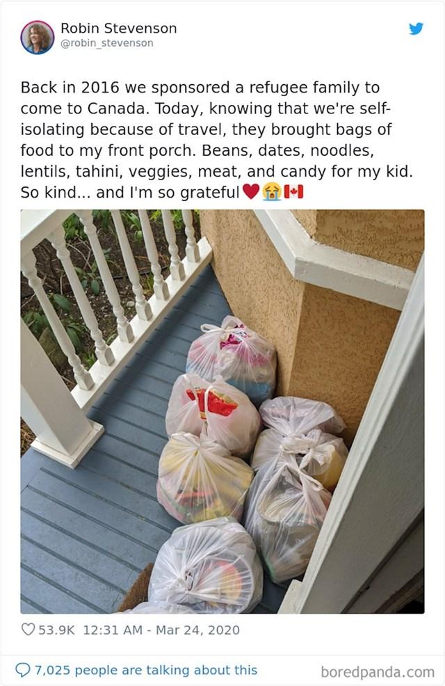 """""""2016. godine pomogli smo jednoj obitelji izbjeglica s dolaskom u Kanadu. Danas, znajući da smo u izolaciji zbog putovanja, kupili su nam hrane i dostavili pred ulazna vrata. Jako sam dirnuta!"""""""
