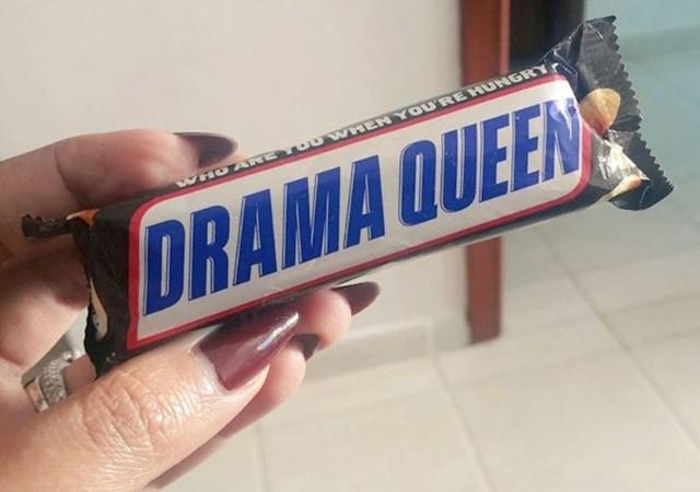 Rekao joj je da je našao čokoladicu s njenim imenom...